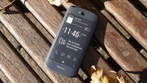 yotaphone 2 300x169 بررسی گوشی YotaPhone 2